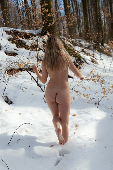 how to stay nudist during winter